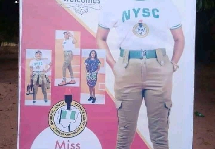 Photonews: Family Prints Banners To Welcome Their Daughter From NYSC Camp
