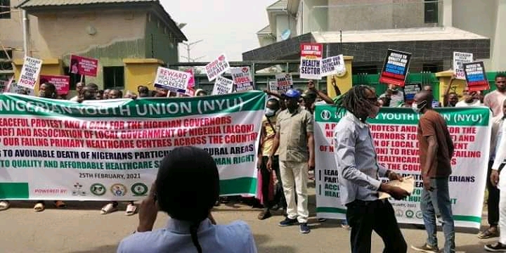 BREAKING: Youths shut down Nigeria Governors' Forum headquarters in protest