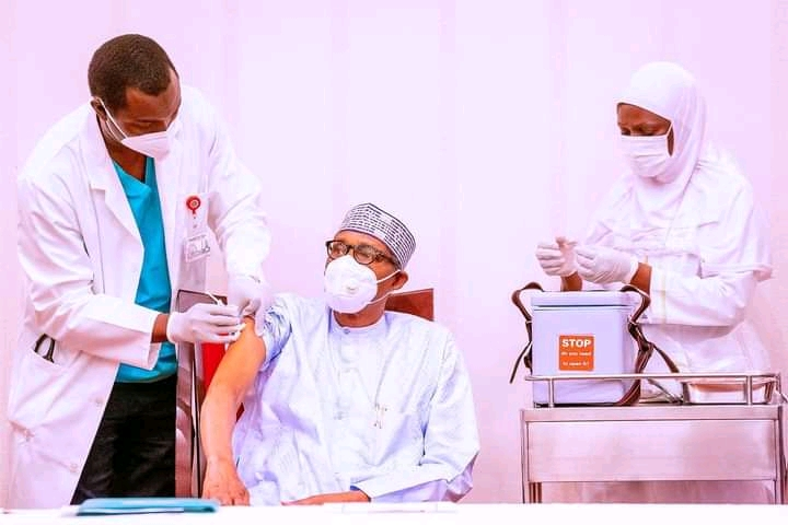 Photonews: Buhari, Osinbajo Take Covid-19 Vaccine